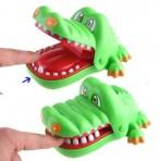 Игра Крокодил кусает за палец